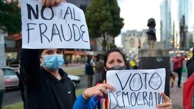 En Ecuador todavía no se sabe quién llegó en segundo lugar en las presidenciales