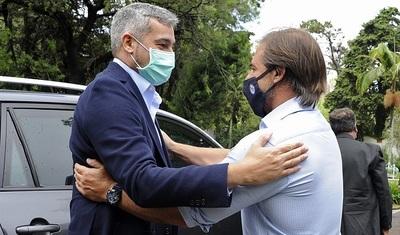 """Abdo Benítez está """"satisfecho"""" con reunión mantenida en Uruguay"""
