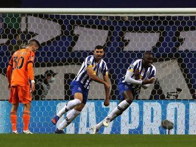 Juve cae en Portugal y el Dortmund golpea de visita