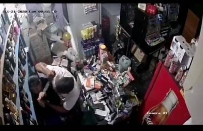 HOY / Detienen a un hombre que amenazó a su expareja con un machetillo