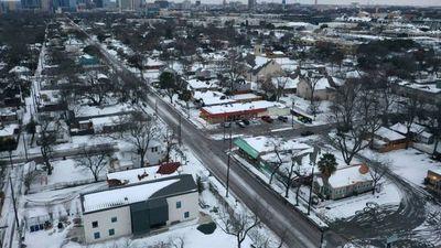 Millones de hogares en Texas cumplen tres días sin electricidad por el temporal invernal en EE UU