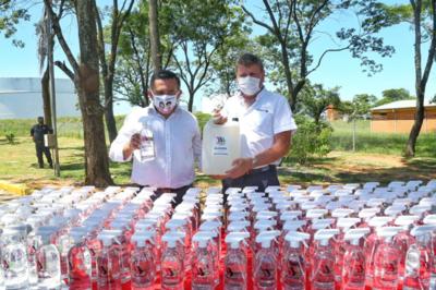 Petropar entregó alcohol para retorno seguro de clases en escuelas y colegios del país