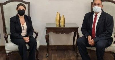 La Nación / Defensor del Pueblo visita a la ministra de Justicia para pedir disculpas