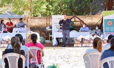 Productores de Caazapá recibieron kits avícolas