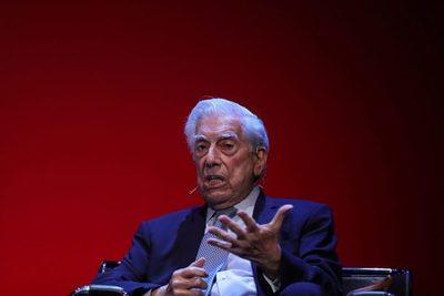 Vargas Llosa es la gran figura de la Feria del Libro de Huancayo, en Perú