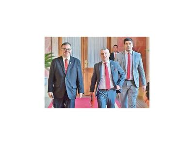 Ullón niega que haya ofrecido cargo de ministro a Arévalo