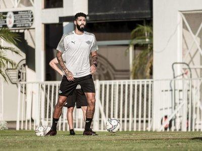 Alexander Barboza está habilitado para jugar en Libertad
