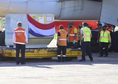Avión con 4.000 dosis de vacuna Sputnik V aterriza en Asunción