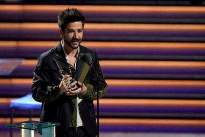Bad Bunny triunfa en una noche llena de sorpresas en Premio Lo Nuestro