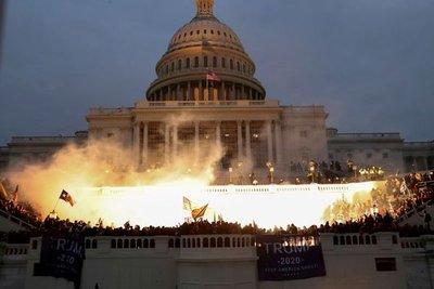 Seis policías del Capitolio fueron suspendidos y otros 29 quedaron bajo investigación por el asalto al Congreso de EEUU