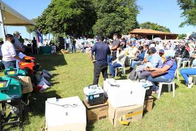 MAG entregó insumos y equipos por G. 1.000 millones a familias productoras de Caaguazú