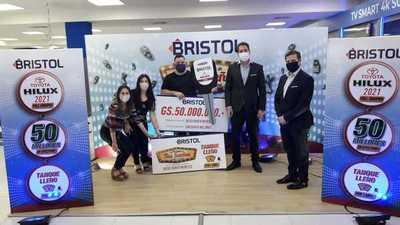 Ganador de Bristol recibió su premio