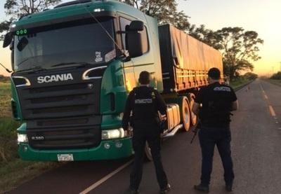 Antinarcóticos incauta 15 toneladas de marihuana que transportaban en un tracto camión