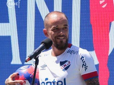 """D'Alessandro llega a Uruguay """"con hambre de ganar"""" y no a retirarse"""
