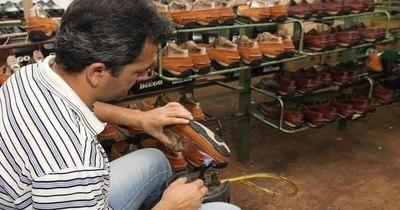 La Nación / Fabricantes nacionales de zapatos vendieron 35 mil pares a finales del 2020