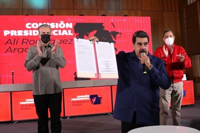 Venezuela espera elevar su bombeo petrolero a 1,5 millones de barriles diarios