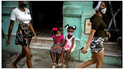 Régimen de Cuba admite que cifras de COVID-19 no bajan