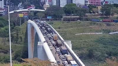En FOZ exigen al GOBIERNO brasileño el CIERRE SANITARIO del Puente de la Amistad