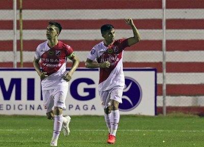 Un gol agónico le da a River Plate su primer triunfo de la temporada