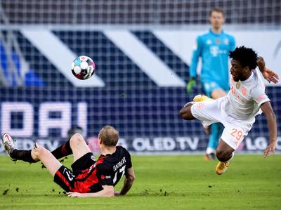 Eintracht derrota al Bayern y enciende la Bundesliga