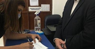 La Nación / Eduardo Nakayama inscribió precandidatura a intendencia de Asunción