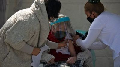 México recibe 200.000 dosis de vacunas del laboratorio chino