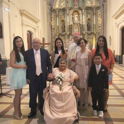 Crónica / Volvieron a casarse tras ganarle al maldito virus