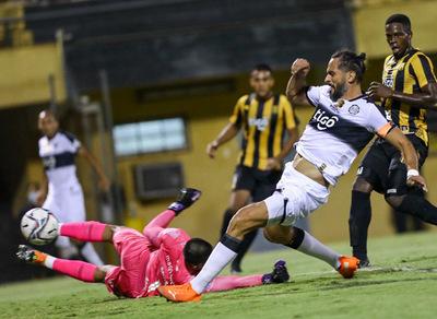 Triunfo franjeado: Olimpia derrotó a Guaraní 3-0.
