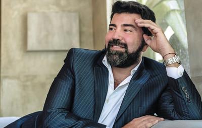 Javier Saiach, el nombre del glamour, cumple 20 años de carrera