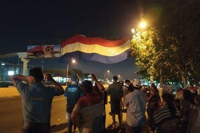J. Eulogio Estigarribia: Pobladores se manifiestan contra gigantografía colocada por el Municipio