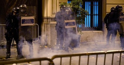 La Nación / Sexta noche de protestas en Cataluña por el encarcelamiento de rapero