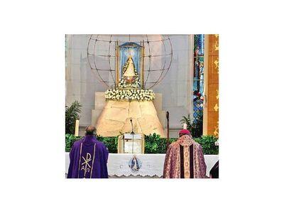 Obispo consagra el pueblo a la Virgen y pide cesar la violencia