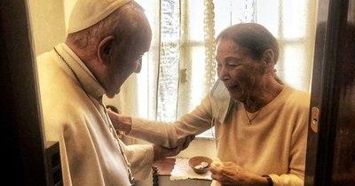 La Nación / Papa Francisco visitó el sábado a superviviente del Holocausto