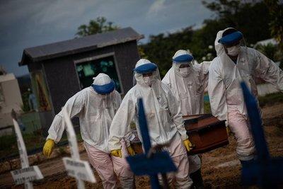 Estados Unidos se acerca al medio millón de muertes por COVID-19