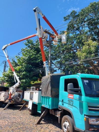 Realizan mantenimiento de 230 km de línea de media tensión en Itapúa