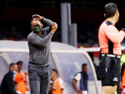 Árbitro evita un gol en México
