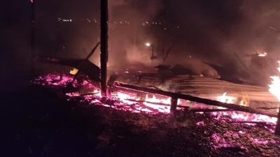 Incendio destruyó dos viviendas en CDE