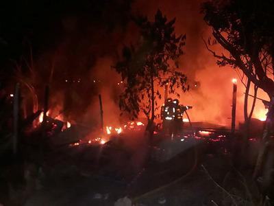 «Lembu» incendió y dejo en cenizas dos viviendas