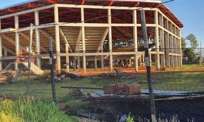 Obras paralizadas en polideportivo de Minga Guazú