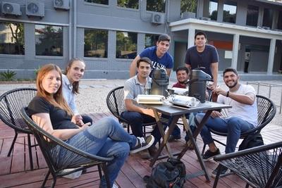 La Universidad Comunera (UCOM) cede sus espacios en medios para promover el empleo joven