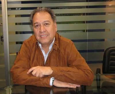 Óscar Acosta se postularía como senador para el 2018