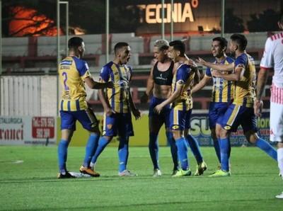 Rayadito: La derrota lo mantiene en la penúltima posición en la tabla del descenso