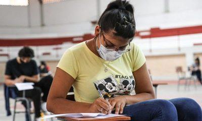 El 61% de jóvenes becados por ITAIPU-BECAL son mujeres