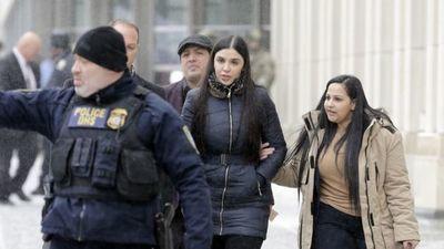 Juez ordena la detención temporal de Emma Coronel durante su audiencia