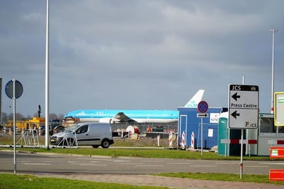La brasileña Embraer le entrega a la holandesa KLM el primero de sus mayores aviones