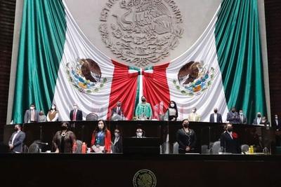 Los diputados mexicanos aprueban la polémica reforma eléctrica del presidente