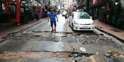 """Avenida DESTROZADA y el intendente de CDE sigue """"AHORRANDO"""""""