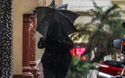 Pronostican día caluroso, húmedo y con lluvias de variada intensidad