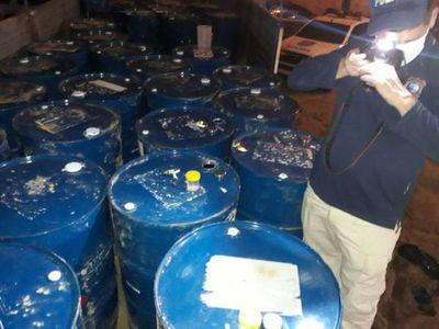 Fiscalía incautó 50 tambores con precursores químicos para cocaína