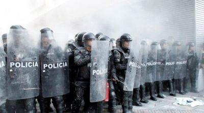Diez muertos deja ola de amotinamientos en varias cárceles de Ecuador